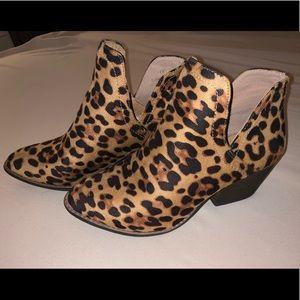 Forever 21 suede cheetah print booties